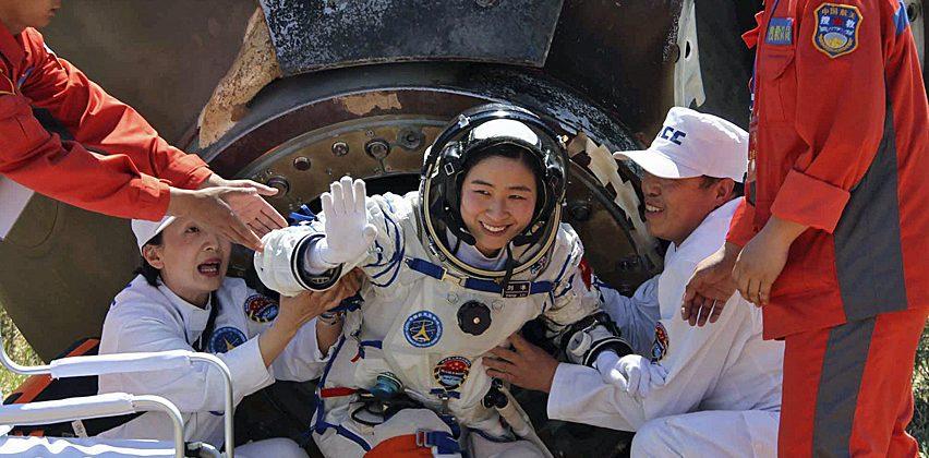 Минаа три месеци во Вселената: Тројцата кинеските астронаути се вратија на Земјата
