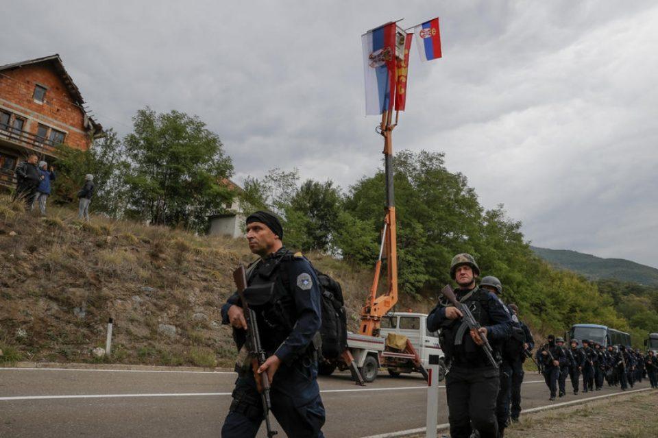 Ситуацијата на Косово е потензична отколку во претходните денови, српската војска во готовност