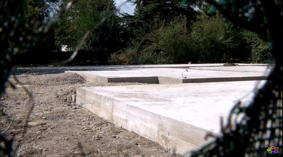 МЗ со реакција: Нема прекин во изградбата на трите модуларни болници во Скопје
