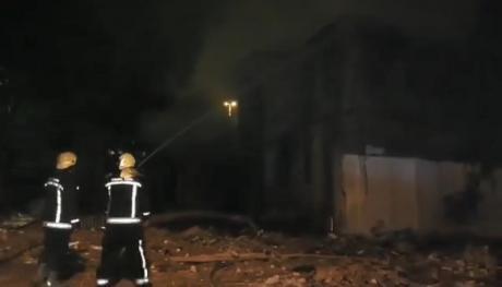 Изгаснат е пожарот во куќата кај Универзитетската библиотека