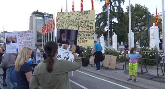 ВО ЖИВО: Нов протест на антиваксерите пред владата