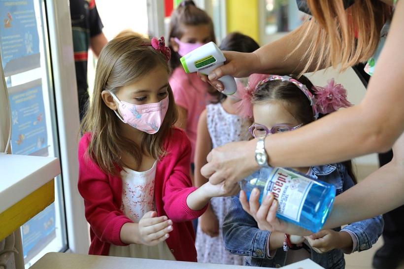 Нема потреба да се смени моделот на настава во училиштата, најмалку се заразени децата до 9 години, сметаат од Комисијата за заразни болести