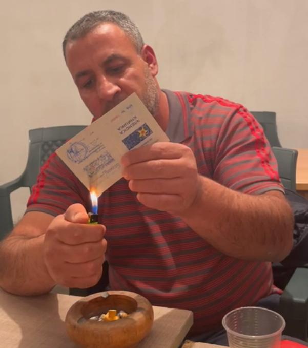 Горат книшките на СДСМ: Заев лично му ветувал инвалидска пензија, но останал без пензија, без работа и без здравје