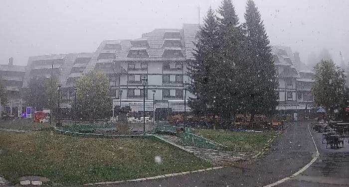 Падна првиот снег: Се забеле овој ски центар