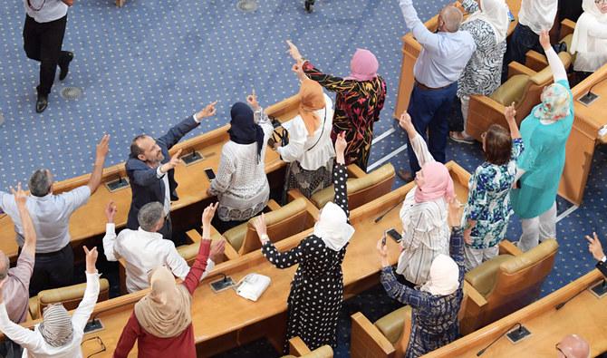 Политичка криза во Тунис: Оставки на 113 членови на најголемата парламентарна партија