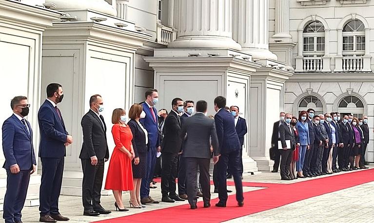 Свечено пречекана косовската делегација за првата заедничка седница на двете влади
