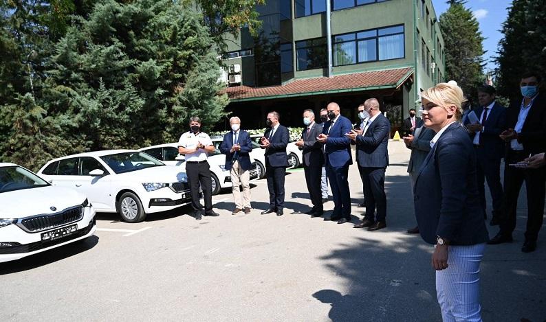 Чешка донира 13 нови возила на МВР за Одделот за организиран и сериозен криминал