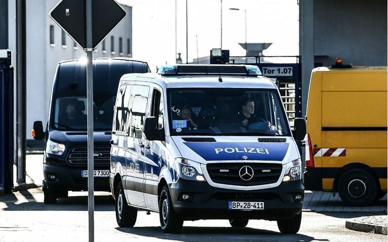 Маж во Германија убил вработен во бензинска пумпа после кавга околу заштитна маска