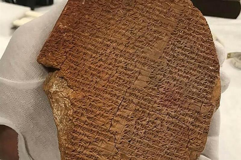 Американците ја враќаат во Ирак украдената глинена плоча со епот за Гилгамеш