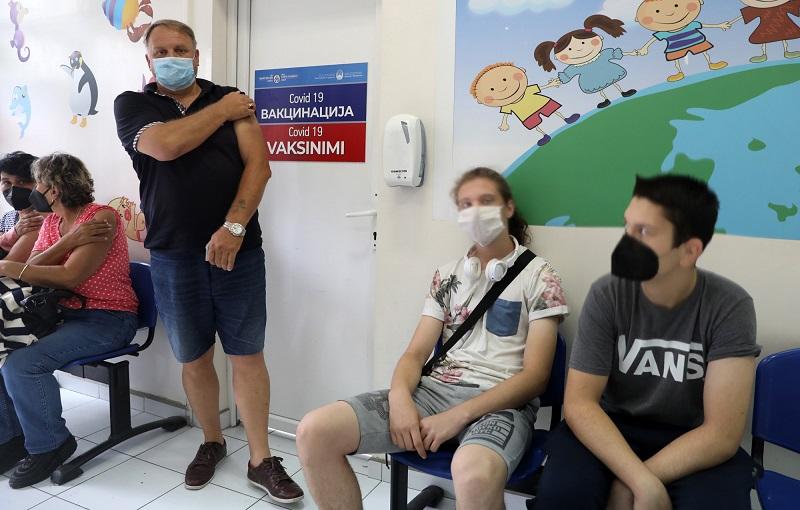 Трета доза вакцина Филипче ќе им ја дава на сите граѓани