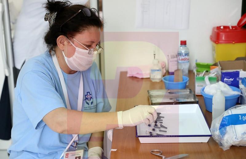 Од понеделник трета доза вакцина и во Македонија