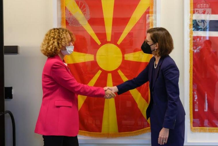 Македонското знаме поставено во холот на НАТО во Пентагон